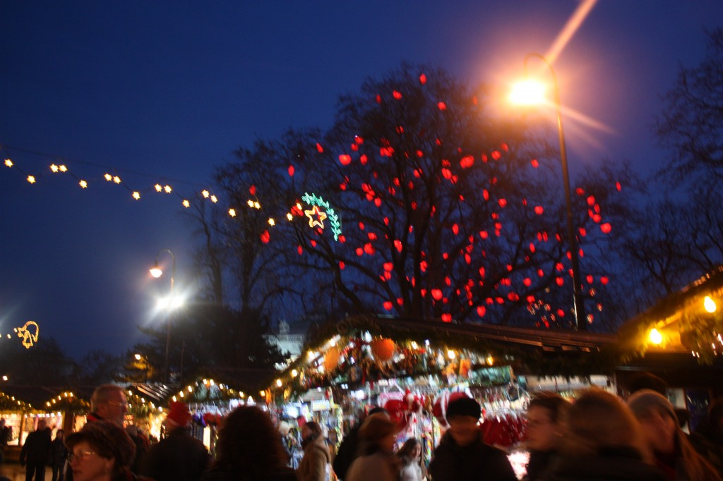 Рождественский базар на Ратушной площади в Вене
