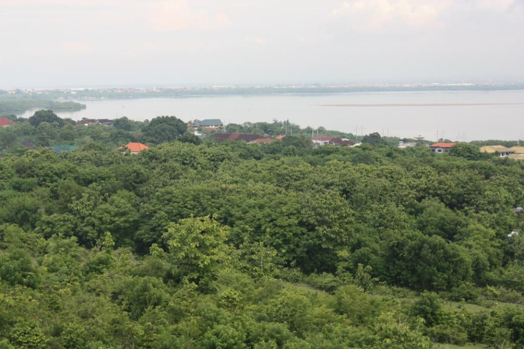 Вид из Свисс Бельотель Бей Вью на Бали