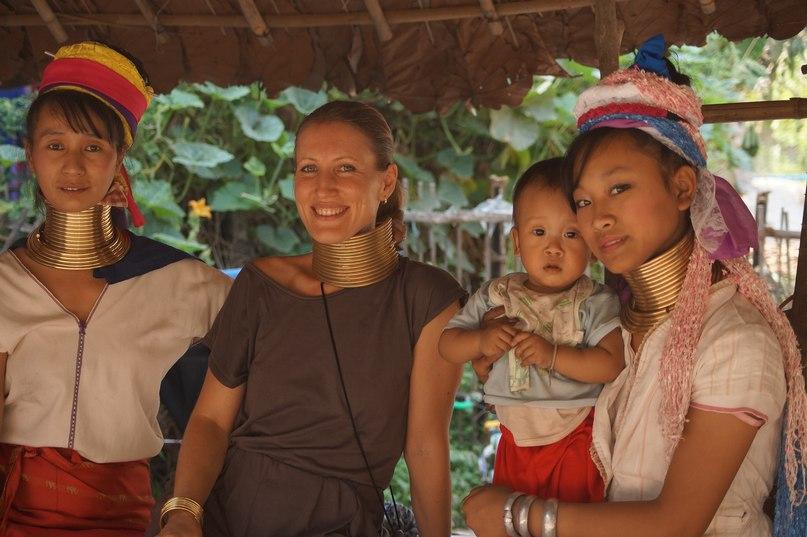 Племена женщин с длинными шеями в Тайланде
