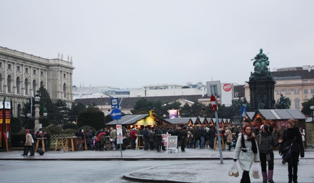 Рождественский базар на Мария Терезия Плац