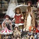 Куклы в витрине магазина в Париже