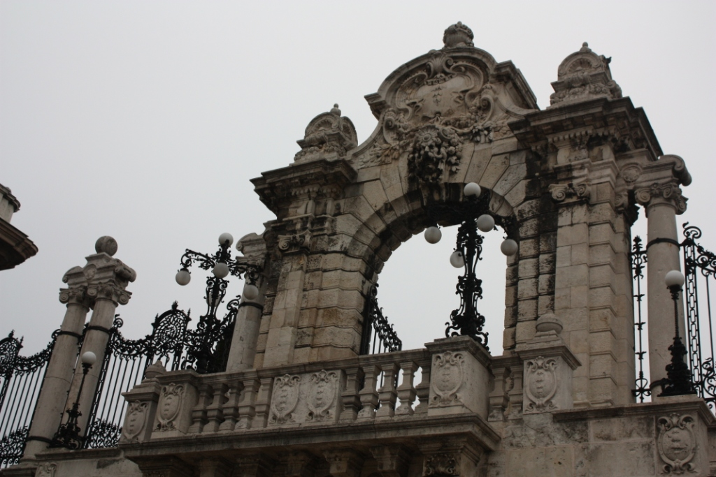 Орнаментальные ворота в Будапеште