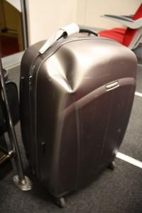 Поврежденный чемодан