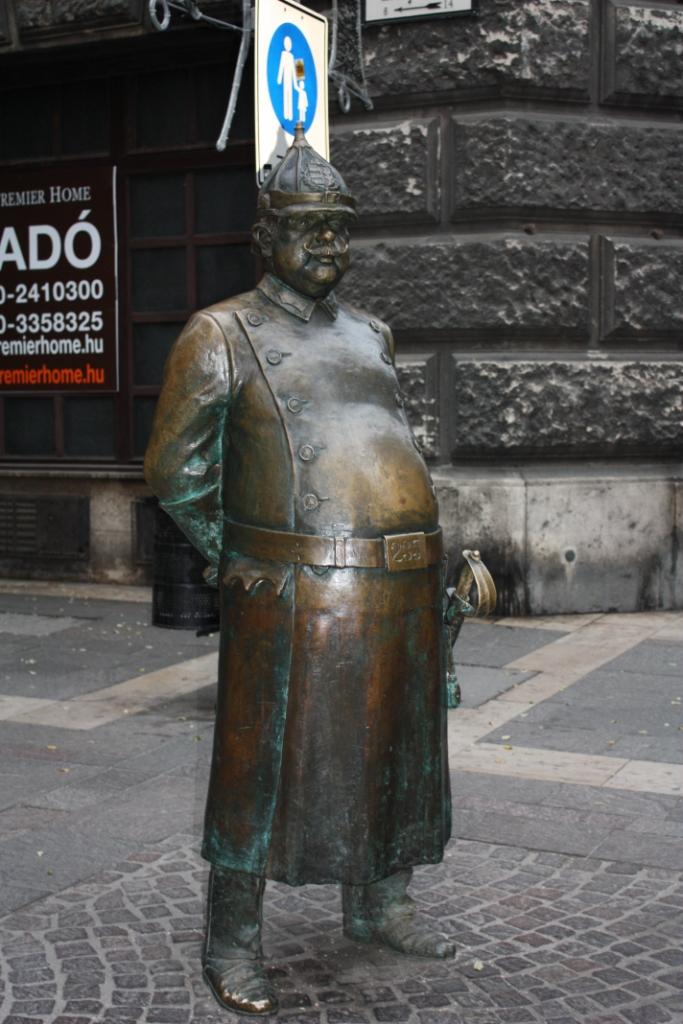 Памятник военнослужащему Будапешт