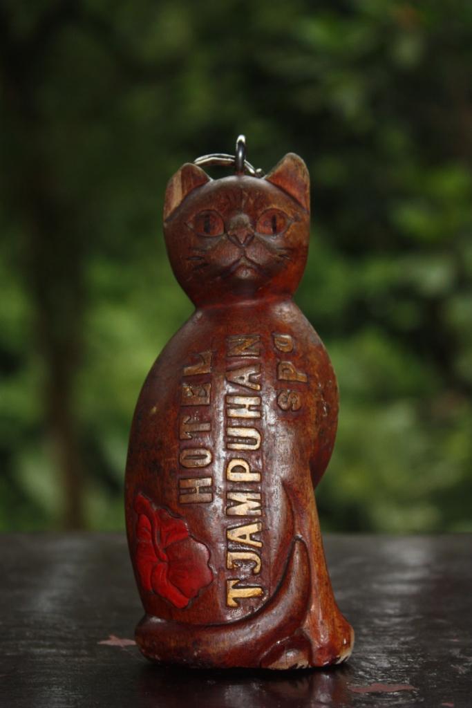 брелок-кот-ключ