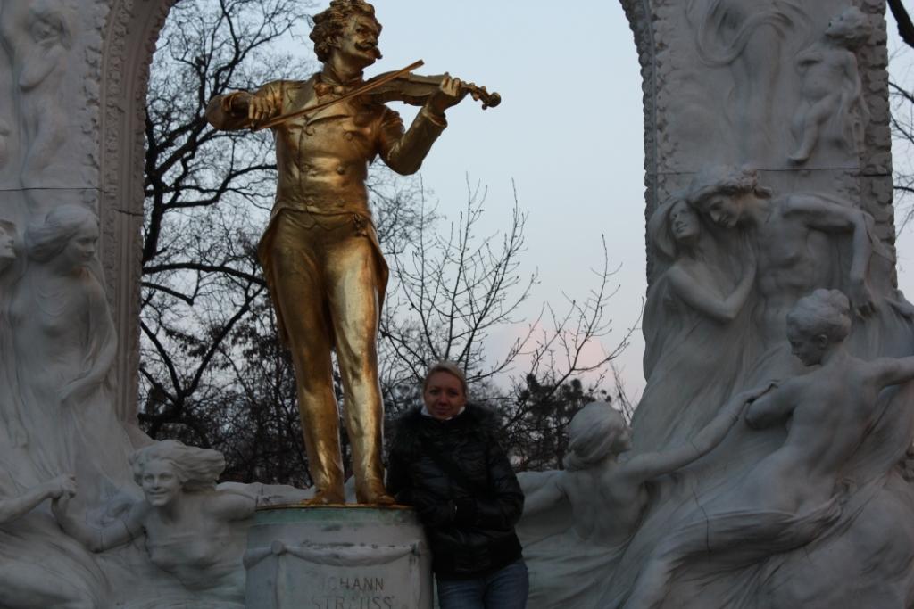 Памятник-Штраусу-в-Вене