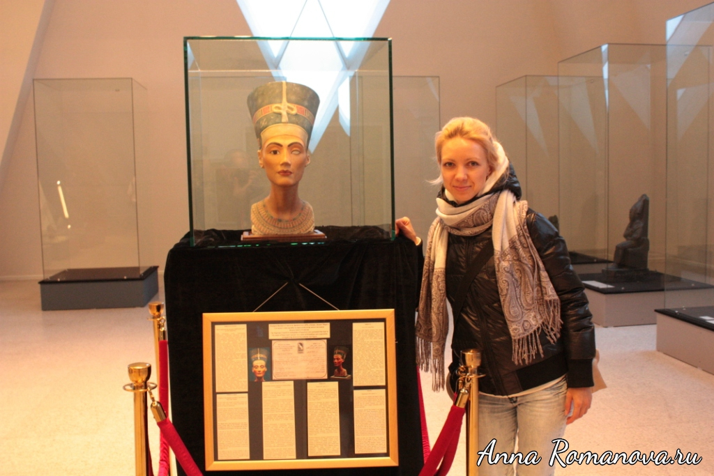 Пирамида-в-Астане-Нефертити