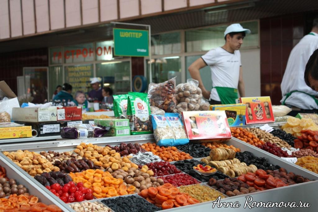 Орехи сухофрукты на Зеленом рынке