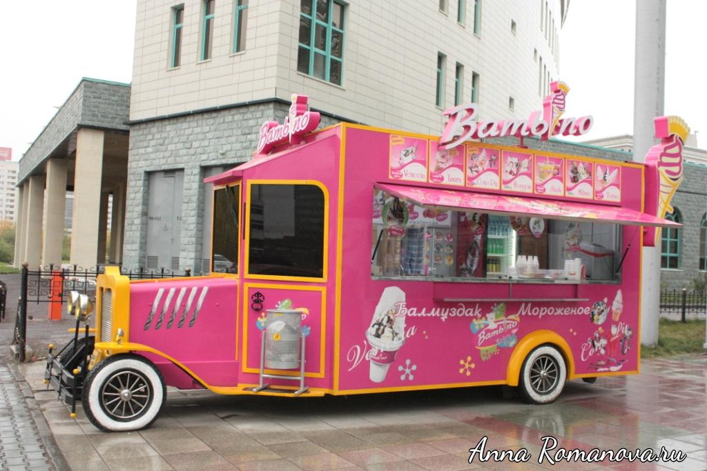 Астана-фургончик-со-сладостями