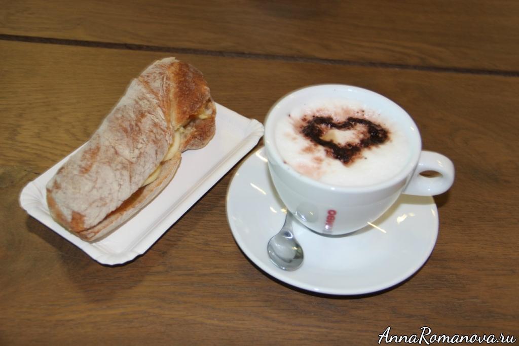 Капучино и сэндвич