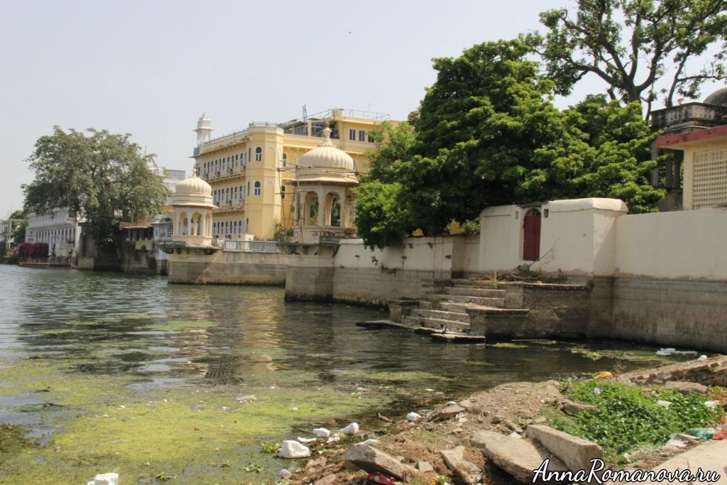 Грязная вода в Удайпуре