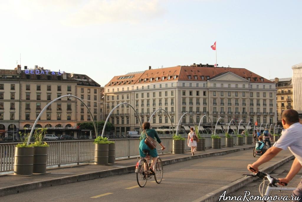 Мост и велосипеды в Женеве