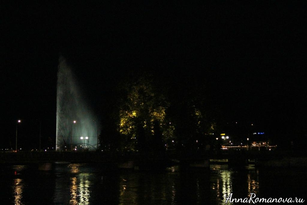 Женевский фонтан вечером