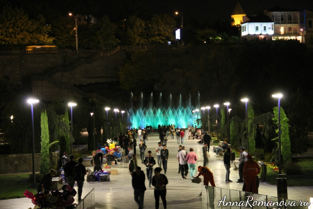 вечерний Тбилиси фонтан