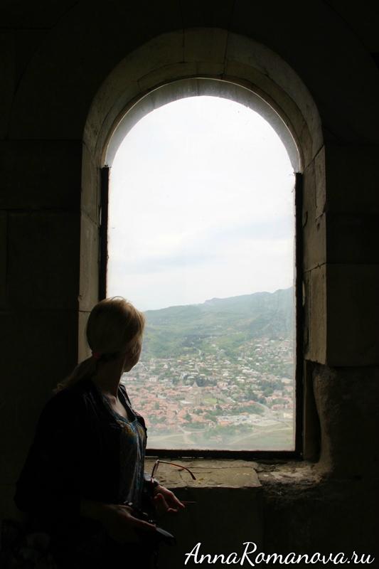 окно в храме вид на город