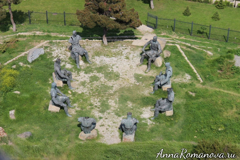 памятник воинам в Гори