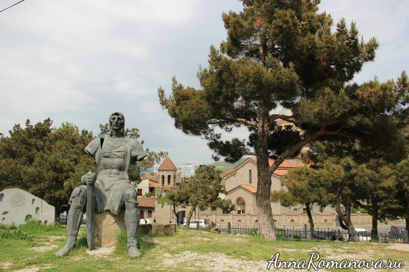 памятник воину в Гори