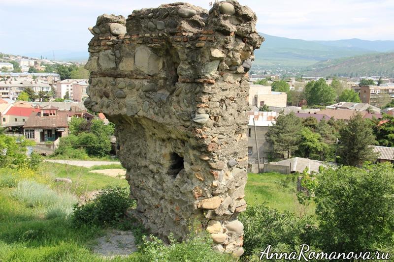 развалины крепости в гори