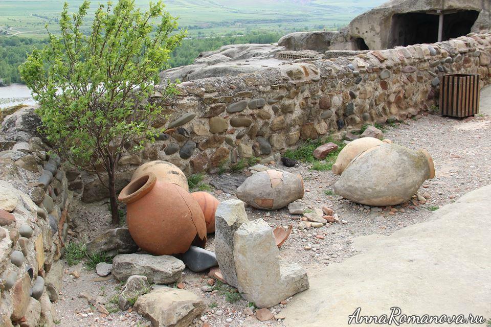 древние кувшины в Уплисцихе