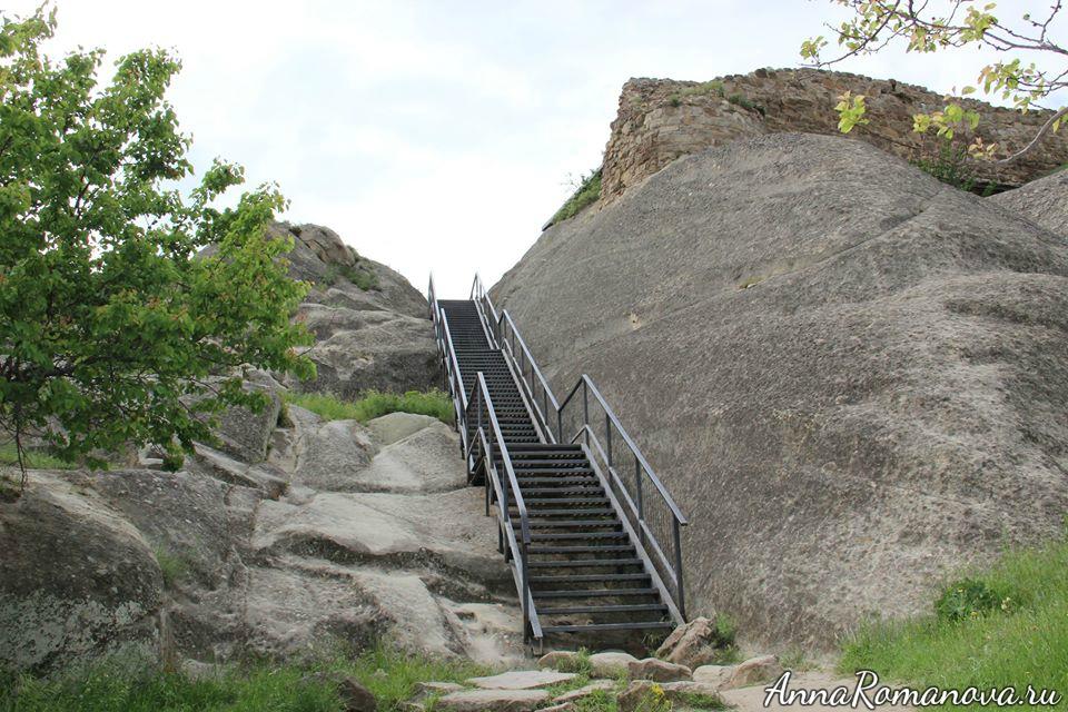 Уплисцихе подъем наверх лестница