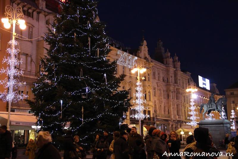 елка на центральной площади загреба