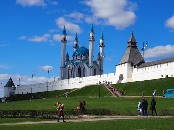 вид на кремль и мечеть в казани